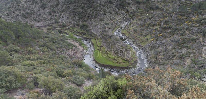 Meander in het district van Las Hurdes, Extremadura stock fotografie