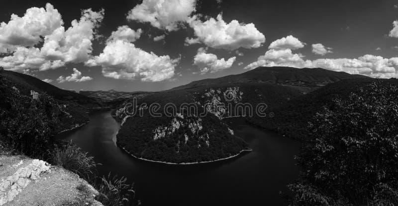Meander op Vrbas-rivier, Bosnië-Herzegovina royalty-vrije stock foto's