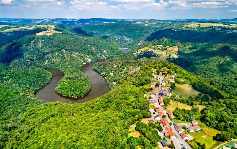 Meander van Queuille op de Sioule-rivier in Frankrijk royalty-vrije stock foto's