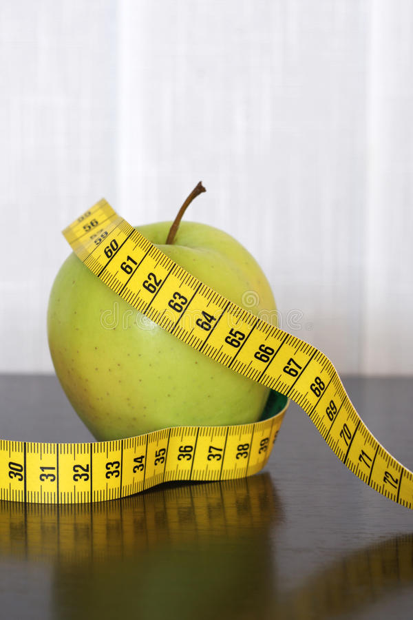 Free Measuring Tape And Apple Royalty Free Stock Photos - 13699658