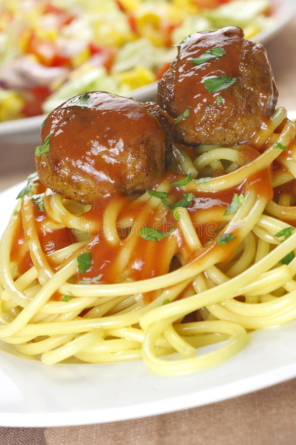 Meatballs com massa. fotos de stock
