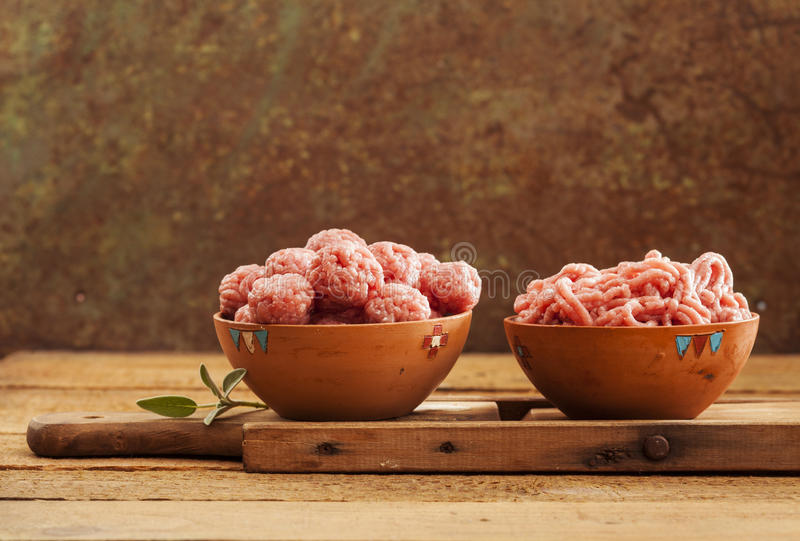 Meatballs crus imagem de stock royalty free