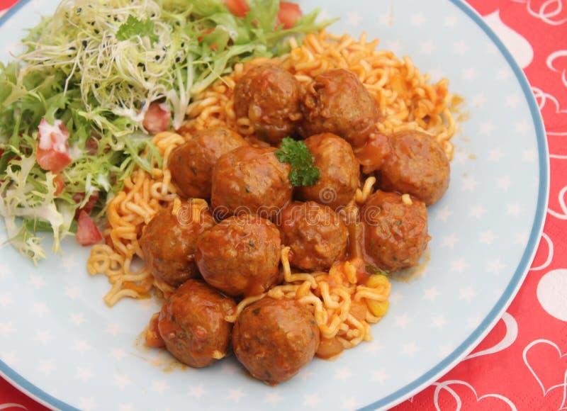 Meatballs med pasta royaltyfri foto