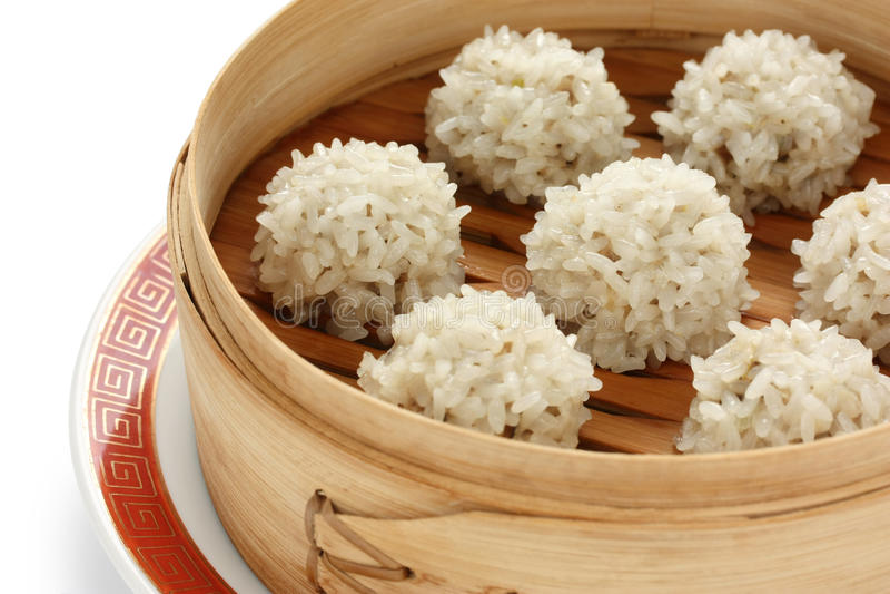 Meatballs no navio de bambu, FO chinesas do arroz foto de stock royalty free