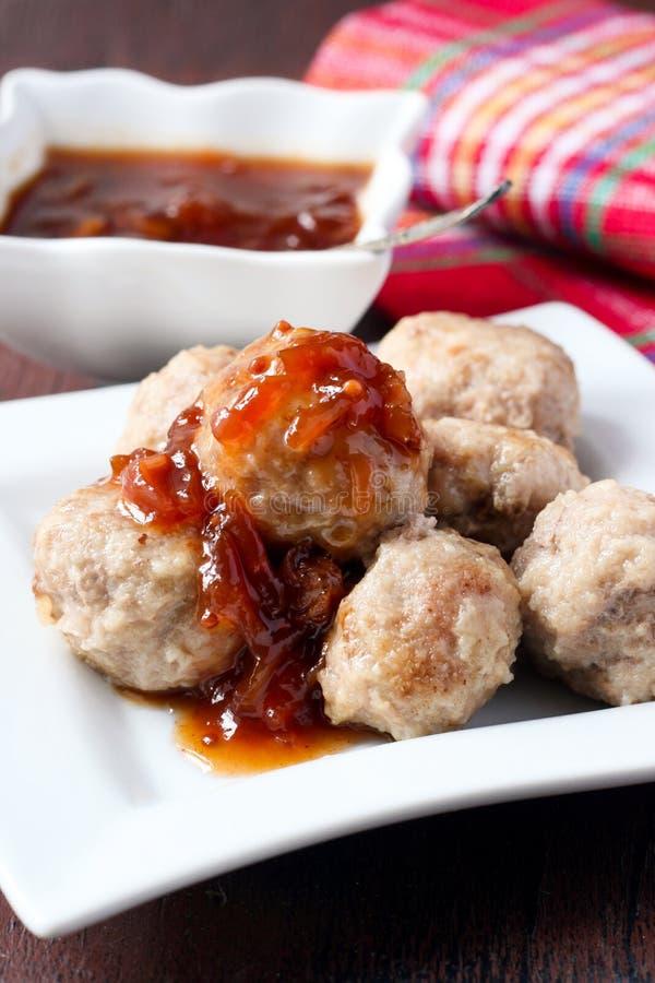 Meatballs och chutney royaltyfria foton