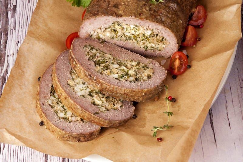 Meatloaf που γεμίζεται με τα αυγά στοκ εικόνες με δικαίωμα ελεύθερης χρήσης