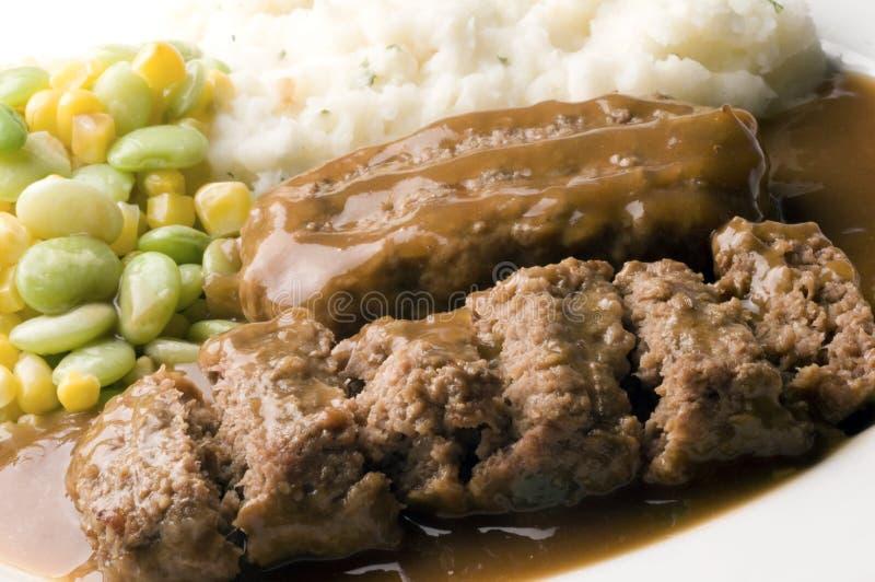 Meatloaf com batatas e succotash triturados fotos de stock