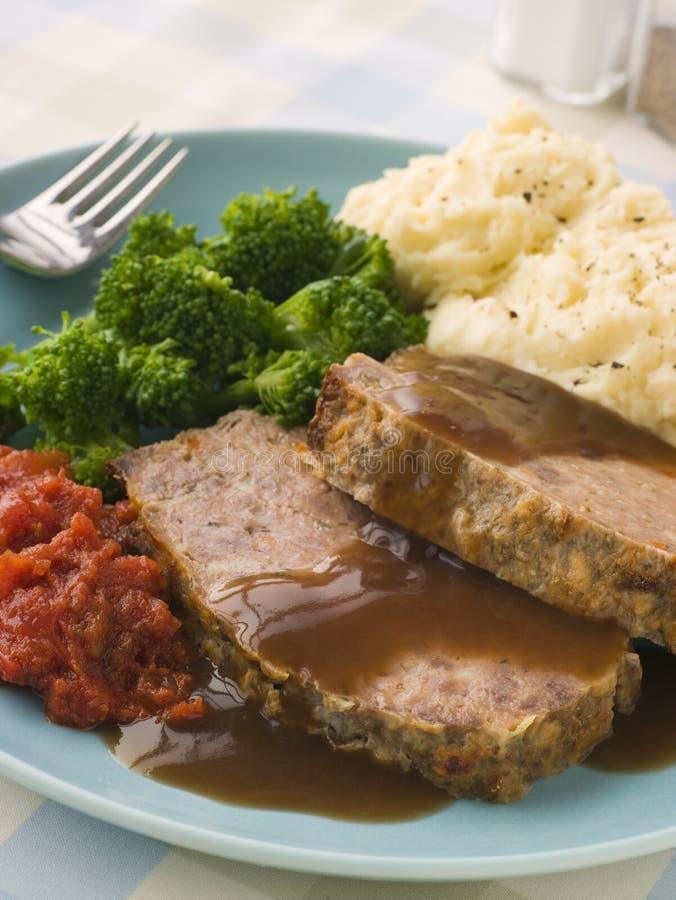 Meatloaf de maman avec la tomate de broccoli de purée de pommes de terre image stock