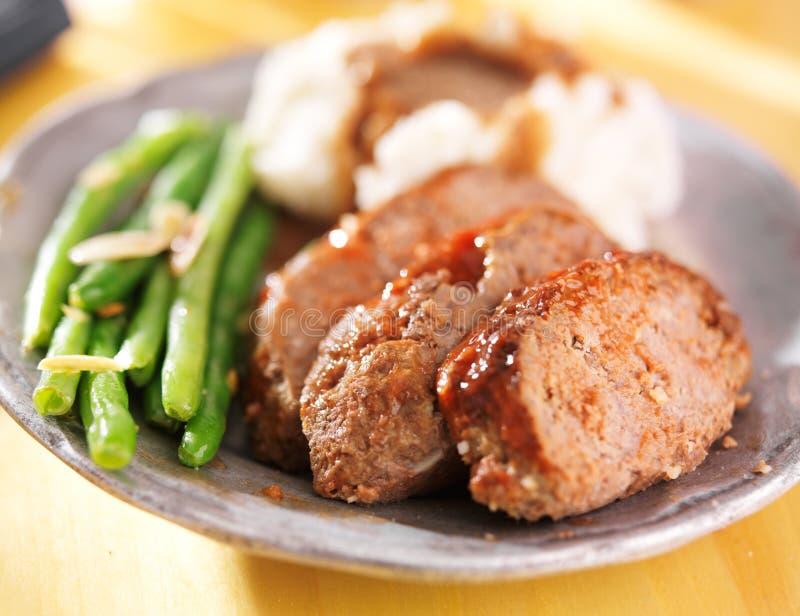 Meatloaf z greenbeans obiadowymi obraz stock