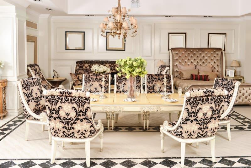 Meble w luksusowej jadalni obraz royalty free