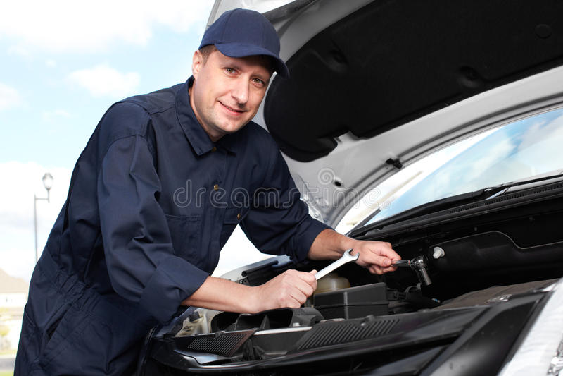 Mecánico de automóviles profesional. imagen de archivo libre de regalías