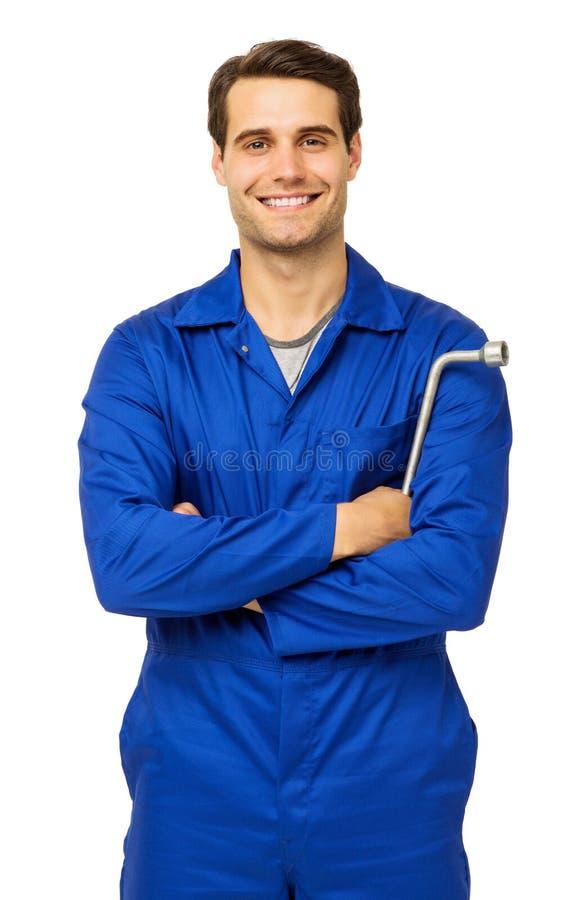 Mecánico de sexo masculino confiado Holding Wrench imagen de archivo libre de regalías