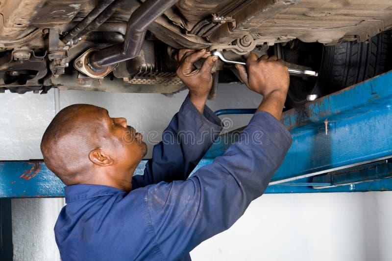 Mecánico en el trabajo fotos de archivo