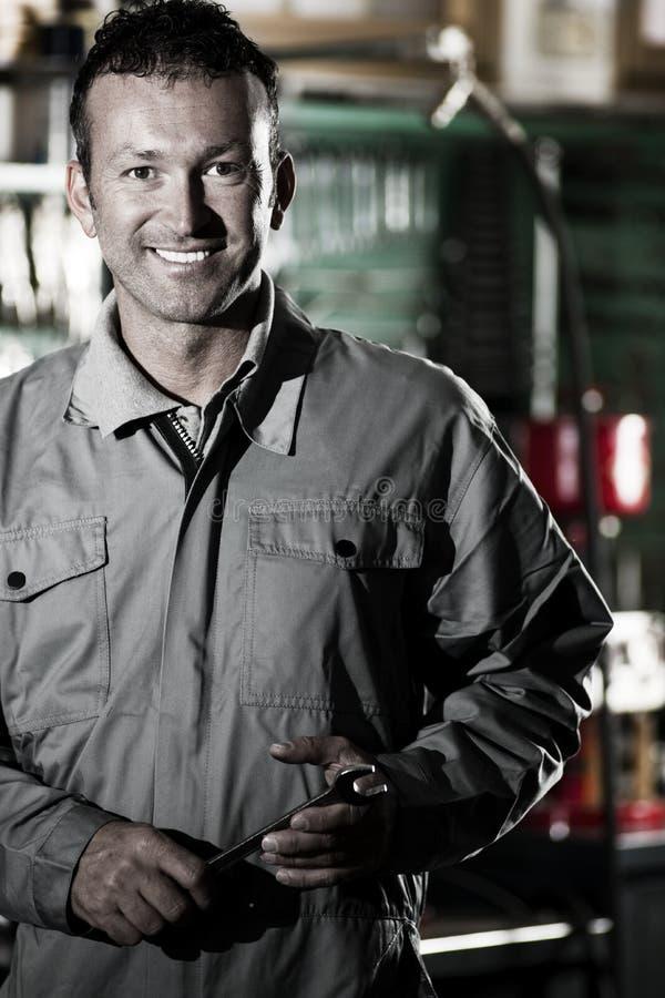Mecánico sonriente foto de archivo libre de regalías