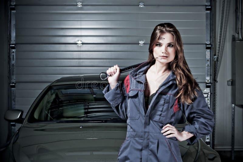 Mecânico de carro bonito foto de stock