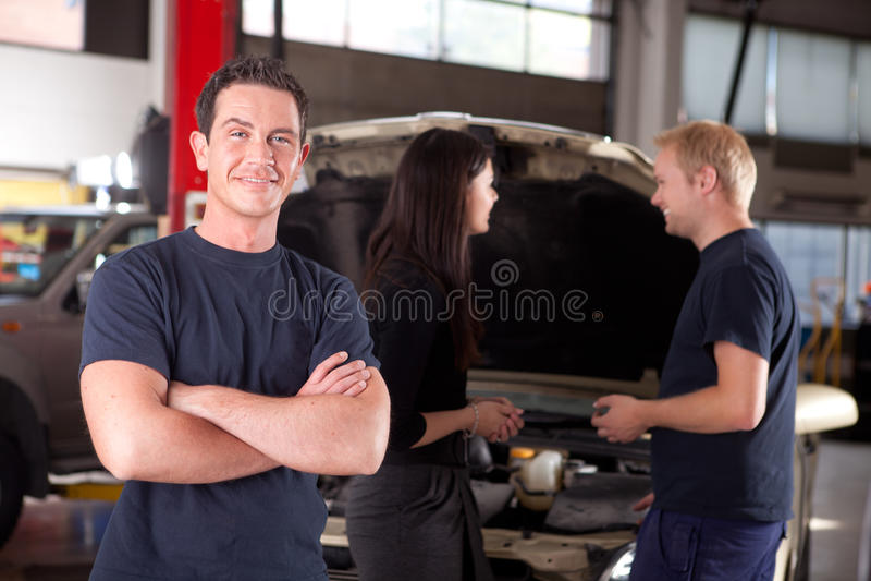 Mecânico feliz amigável foto de stock royalty free