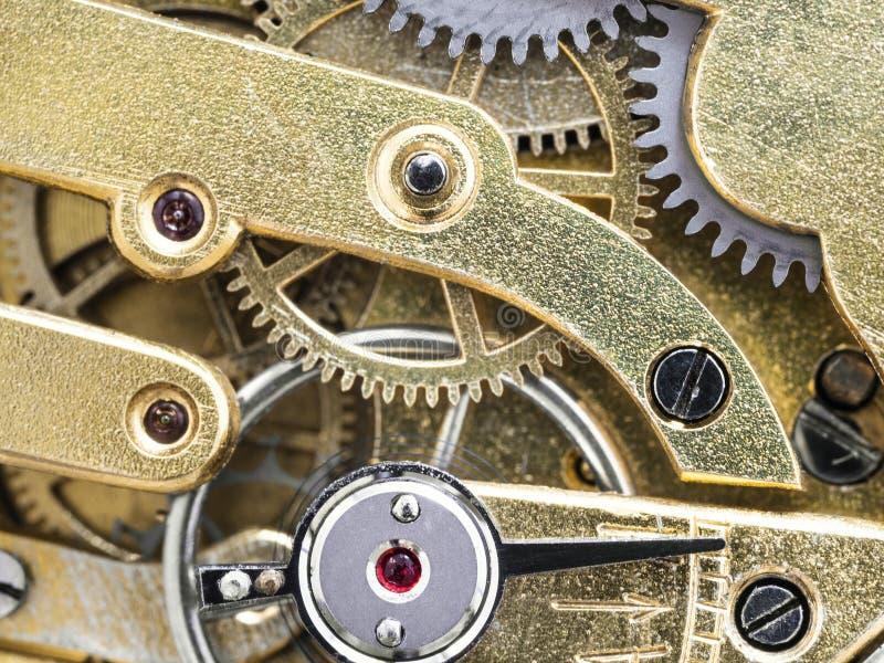 Mecanismo de bronze no relógio de bolso antigo foto de stock royalty free