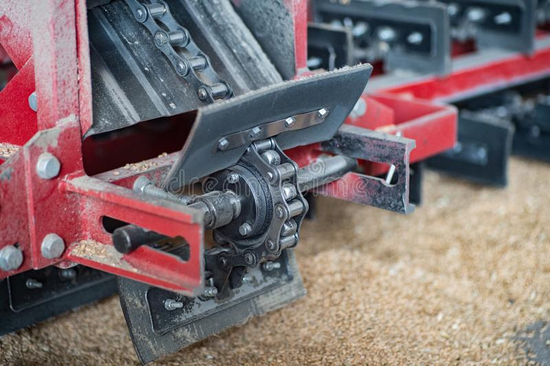 Mecanismo del transportador de cadena para limpiar del grano, cáñamo foto de archivo