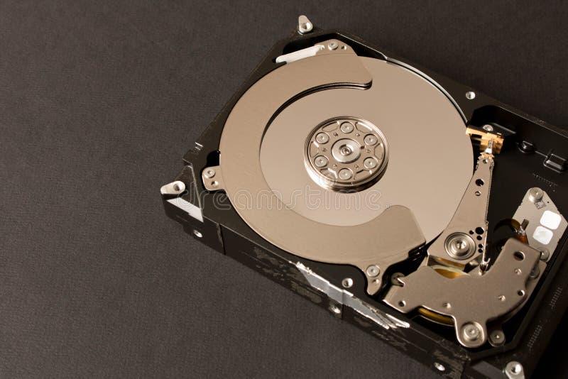 Mecanismo impulsor duro desensamblado Aislado en fondo negro fotografía de archivo