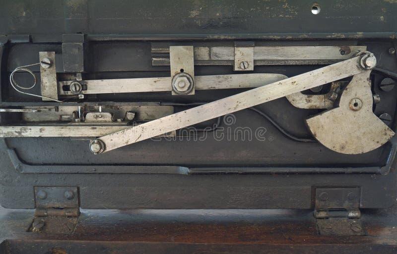 Mecanismo interno de la máquina de coser del vintage foto de archivo libre de regalías