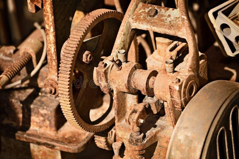 Mecanismo oxidado del metal imagenes de archivo