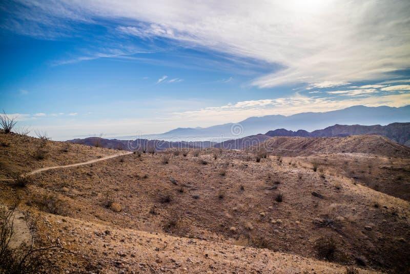 Mecca Hills i stegevandring på Palm Spring, Kalifornien royaltyfri bild
