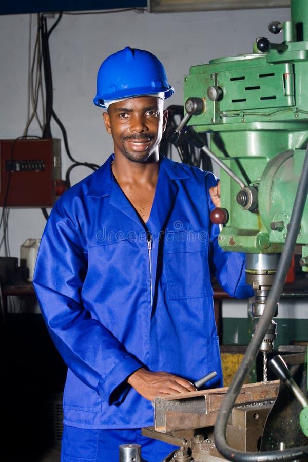 Meccanico della fabbrica sul lavoro fotografia stock libera da diritti