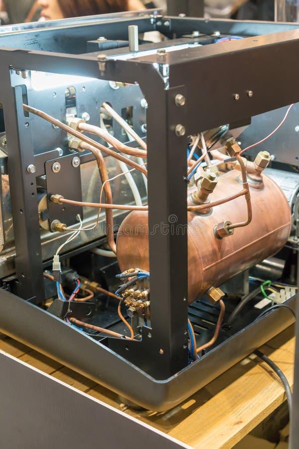 Meccanico della macchina commerciale del caffè con nuova tecnologia e fotografie stock