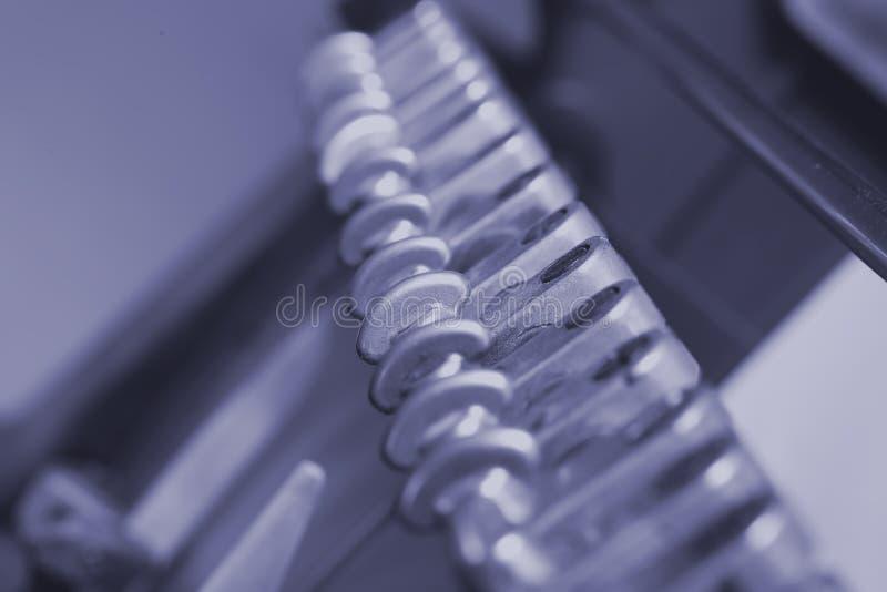 Meccanismo di lavoro del torchio tipografico delle componenti fotografie stock libere da diritti
