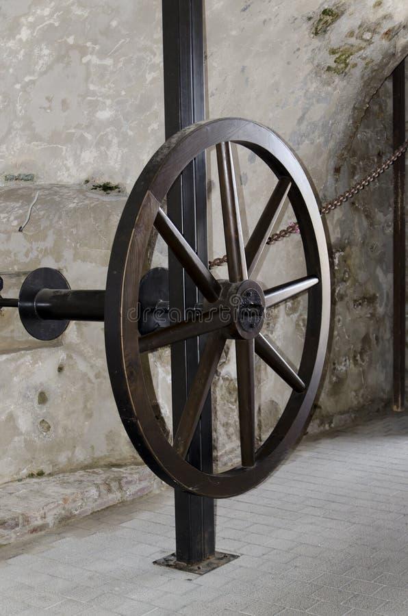 Meccanismo medievale di apertura del portone immagine stock libera da diritti