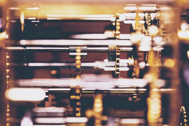 Mechanicals en Technologie van een analoog uurwerk royalty-vrije stock afbeelding