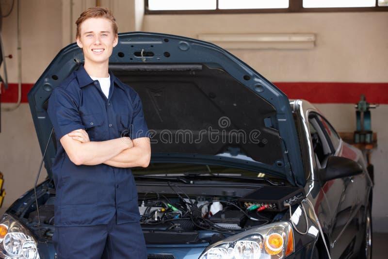 Mechanik przy pracą obraz stock