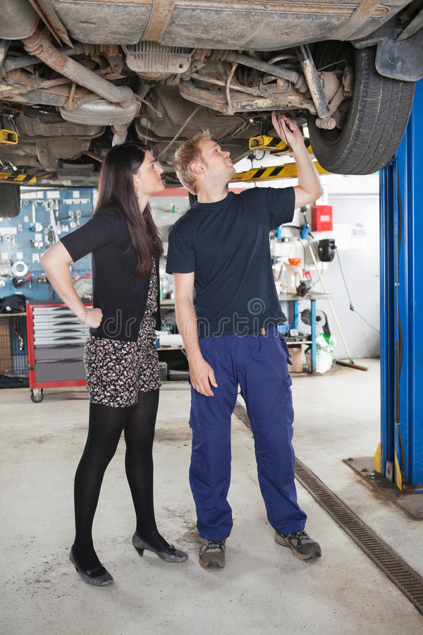 mechanik samochodowa target1548_0_ naprawa zdjęcie royalty free
