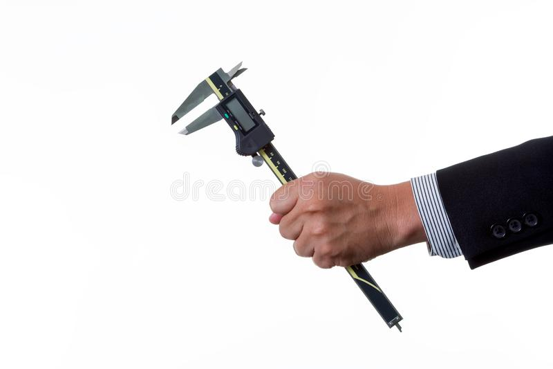 Mechanika inżynier trzyma cyfrowego noniuszu caliper w jego ręce obraz royalty free