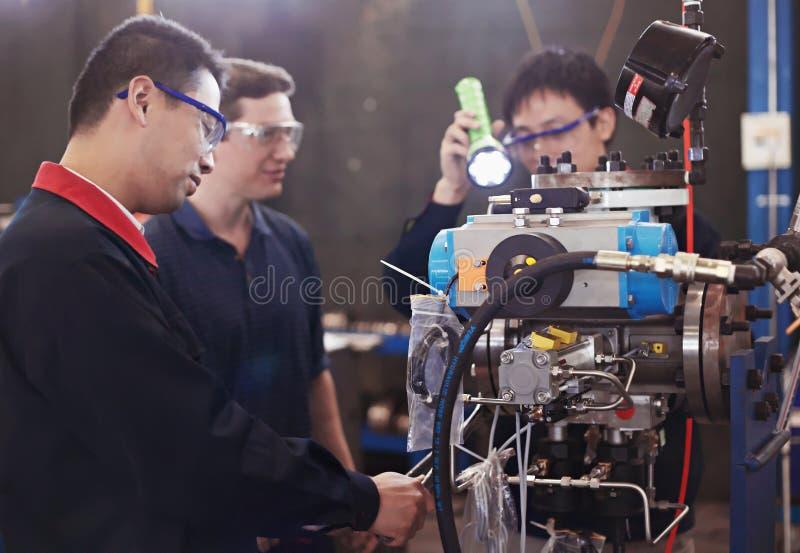 mechanika operatorów pracownicy zdjęcie stock