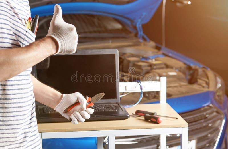 Mechanika przedstawienia kciuk up obrazy royalty free