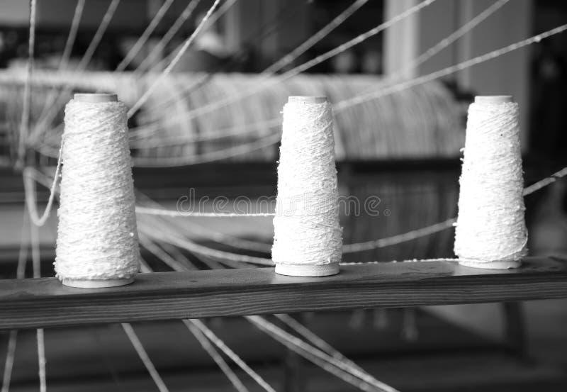 mechanisch weefgetouw voor de productie van stoffen met wir drie royalty-vrije stock foto's