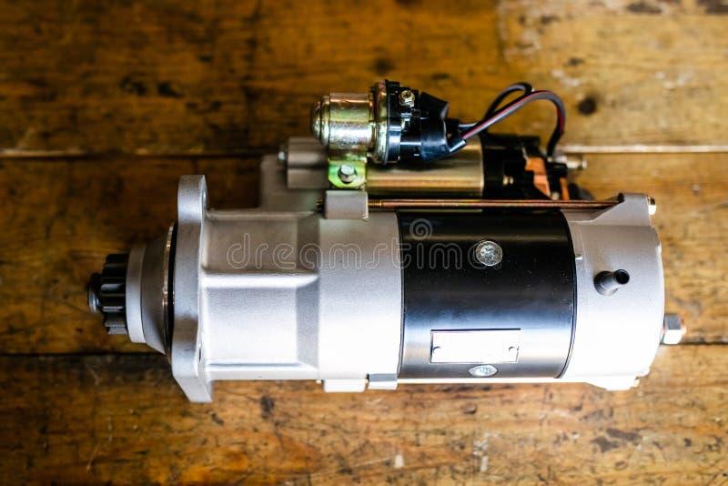 Mechanische hulpmiddelen voor auto de dienst en autoreparatie het isassemble voertuig van het motorblok Motor hoofdreparatie De d stock afbeelding