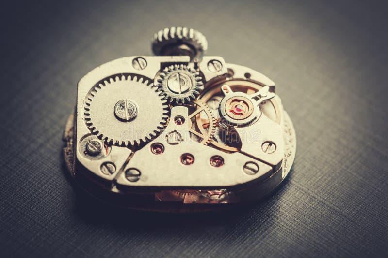 Mechanisme antiek uitstekend polshorloge stock foto