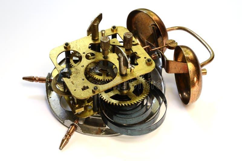 Mechanisme van oude uitstekende wekker stock afbeeldingen