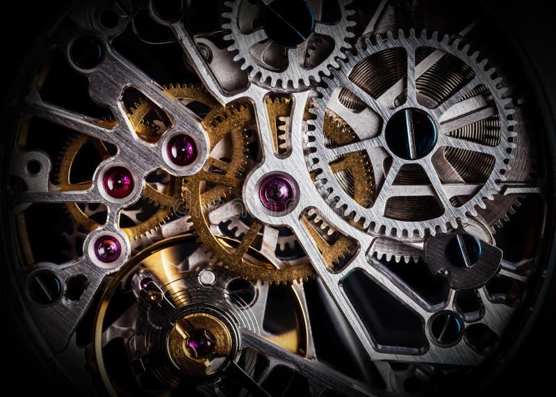 Mechanismus, Uhrwerk einer Uhr mit Juwelen, Nahaufnahme Weinleseluxus stockfotos