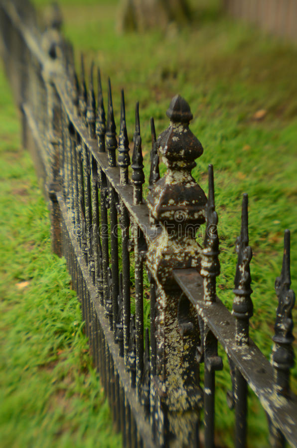 Mechaty wietrzejący rocznika żelaza ogrodzenie obraz royalty free