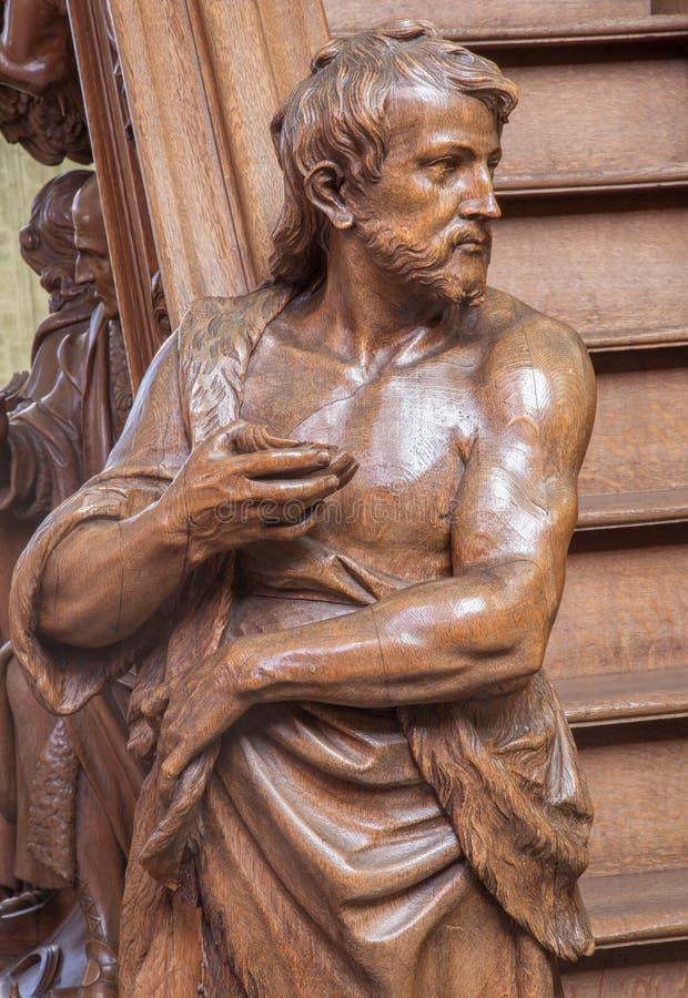 Mechelen - die geschnitzte Statue von Johannes der Baptist auf dem Eintritt der Kanzel in der Kirche unsere Dame über de Dyle lizenzfreie stockfotografie