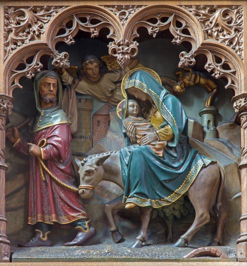 Mechelen - geschnitzte Statue der Fliege zu Ägypten-scence neuem gotischem Seitenaltar der Kirche unsere Dame über de Dyle stockbild