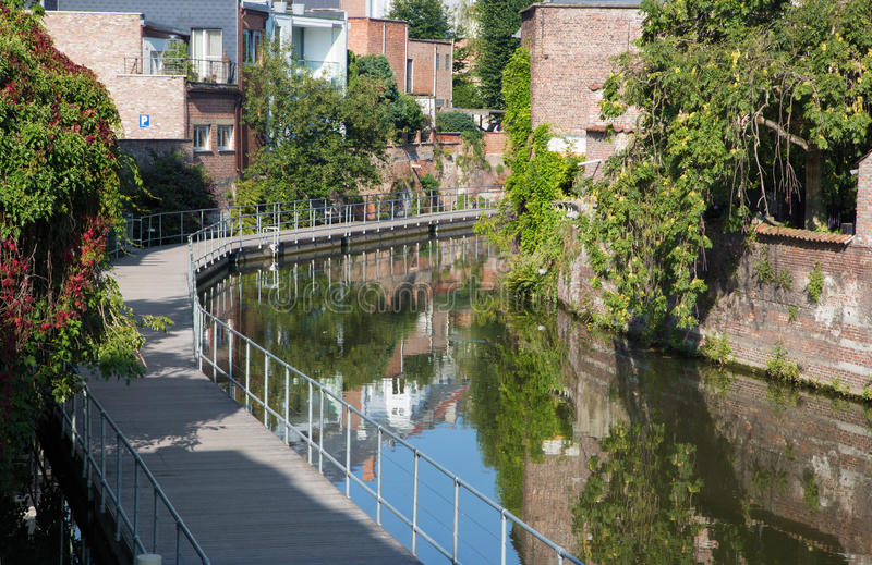 Mechelen - kanal och promenad arkivfoton