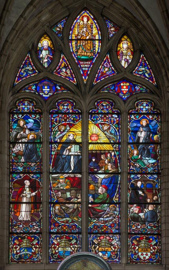 Mechelen - Thomas av Aquinas som stor lärare av den västra katolska kyrkan, fönsterruta av domkyrkan för St. Rumbolds royaltyfri fotografi