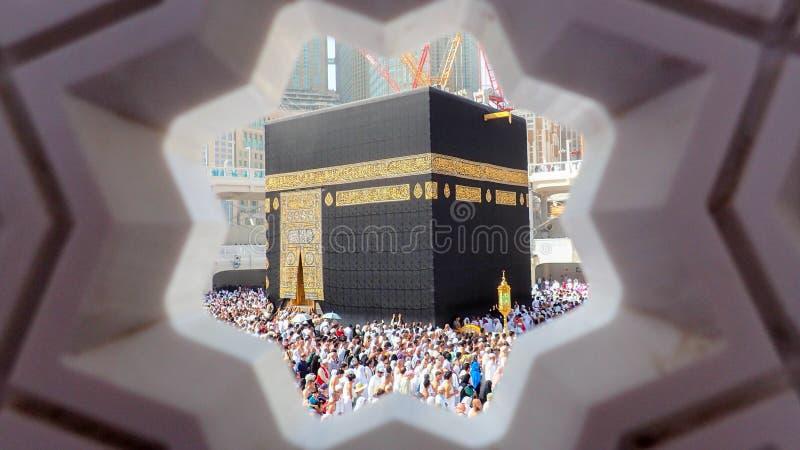 MECKA SAUDIARABIEN - JULI 14, 2018: Härlig Kaaba sikt i Masjid Al Haram i Mecca Saudi Arabia Muselmanen vallfärdar från över hela arkivfoto