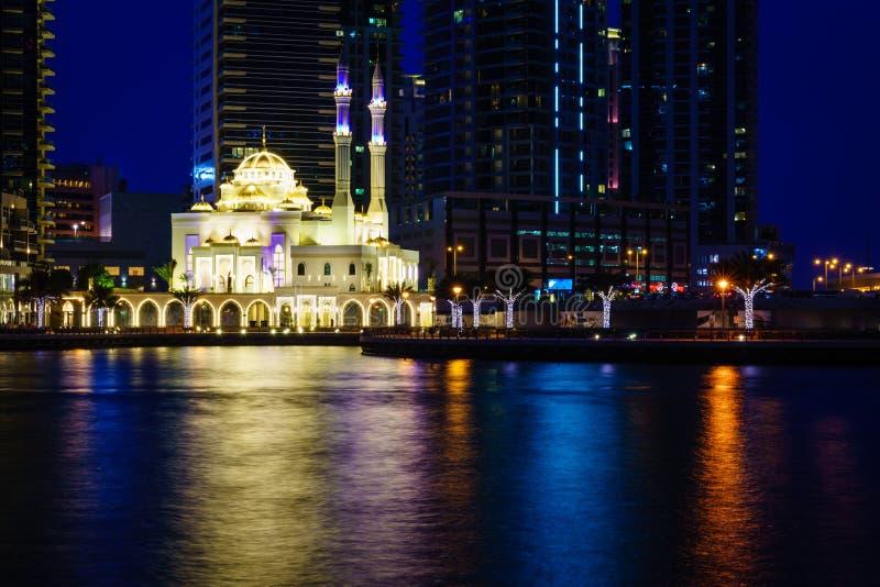 Download Meczet w Dubaj Marina zdjęcie stock editorial. Obraz złożonej z arabel - 106914138