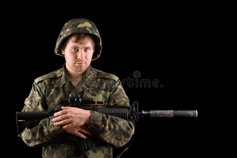 Download Med ett gevär i händerna arkivfoto. Bild av isolerat - 37344708