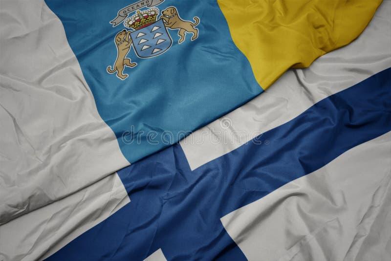 med färglös Finlands flagg och kanariska öars nationella flagg arkivfoton